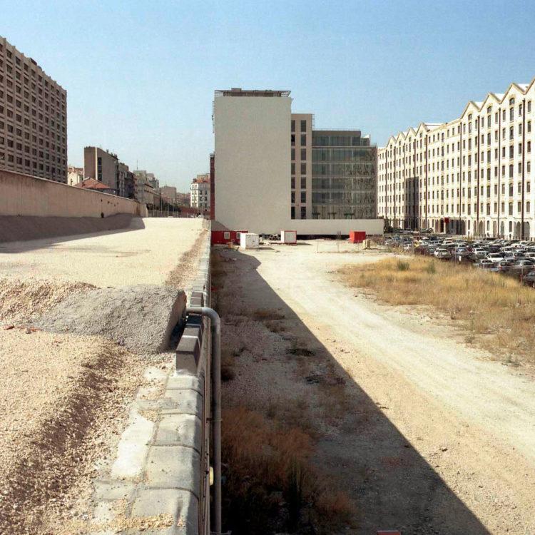 Brigitte Bauer | Euroméditerranée | 2002-2003 | Marseille sans titre n°16, (881-01), 110x110cm FC912 série Euroméditerranée, commande publique 2002-03