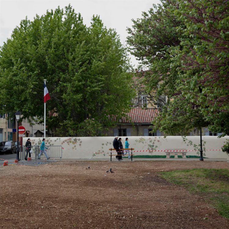 Brigitte Bauer | Aller aux jardins | 2010-2011 | Marignane, parc Camoin, série Aller aux Jardins 2010-11, réalisée dans le cadre du programme Images Contemporaines/Patrimoine du CG13