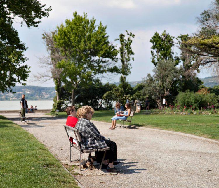 Brigitte Bauer | Aller aux jardins | 2010-2011 | Istres, étang de l'Olivier, série Aller aux Jardins 2010-11, réalisée dans le cadre du programme Images Contemporaines/Patrimoine du CG13