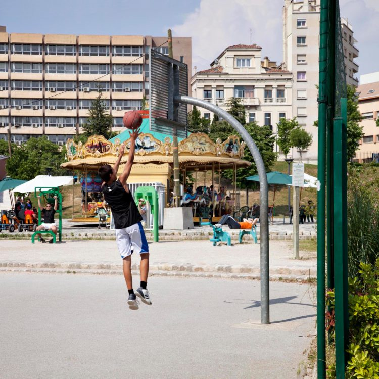 Brigitte Bauer | Aller aux jardins | 2010-2011 | Marseille, parc du 26° Centenaire, série Aller aux Jardins 2010-11, réalisée dans le cadre du programme Images Contemporaines/Patrimoine du CG13