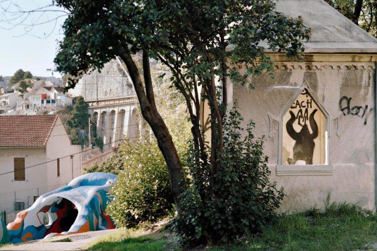 Brigitte Bauer | Aller aux jardins | 2010-2011 | L'Estaque, jardin public boulevard Roger Chieusse, série Aller aux Jardins 2010-11, réalisée dans le cadre du programme Images Contemporaines/Patrimoine du CG13