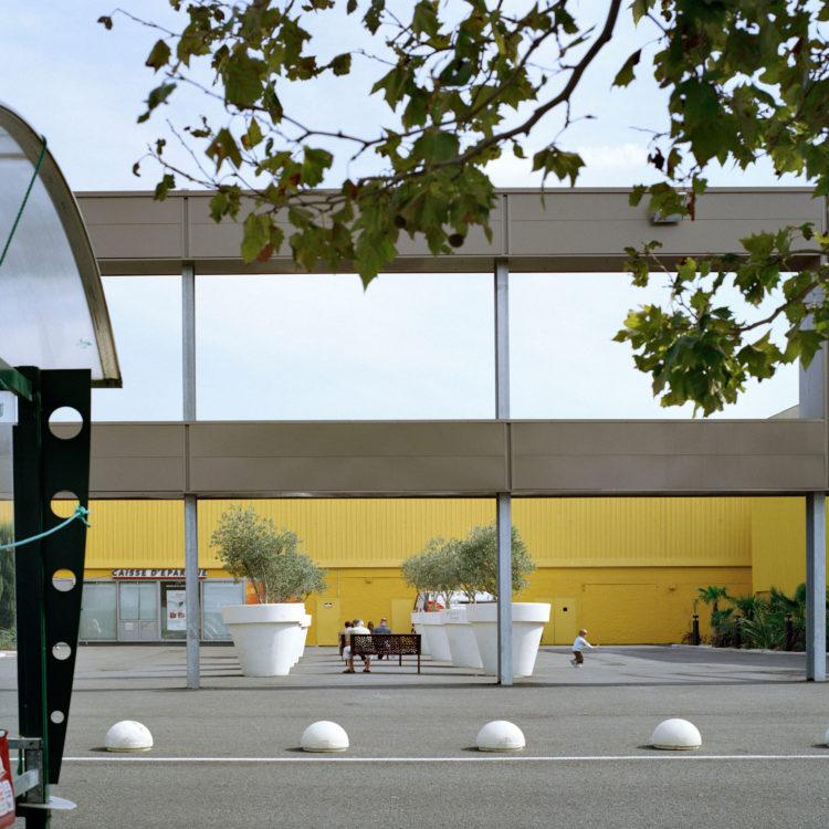 Brigitte Bauer | Aller aux jardins | 2010-2011 | Arles, ZAC Fourchon, série Aller aux Jardins 2010-11, réalisée dans le cadre du programme Images Contemporaines/Patrimoine du CG13