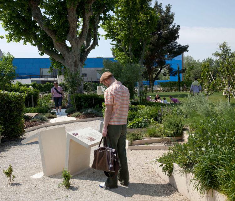 Brigitte Bauer | Aller aux jardins | 2010-2011 | Arles, jardin Hortus / MdAA, série Aller aux Jardins 2010-11, réalisée dans le cadre du programme Images Contemporaines/Patrimoine du CG13