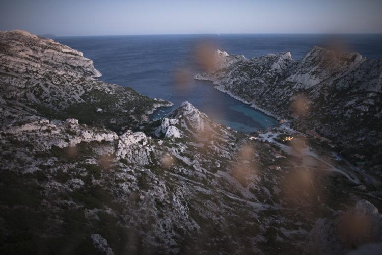 Hélène David | L'esprit des calanques | 2008-2011 | A Sormiou, des Marseillais retrouvent une vie simple au bord de l'eau, dans des cabanons sans eau courante, ni réseau électrique.