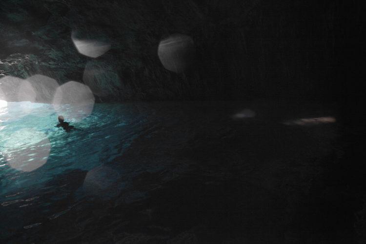 Hélène David | Noces ou les confins sauvages | 2012-2017 | La grotte bleue dans la calanque de Morgiou.