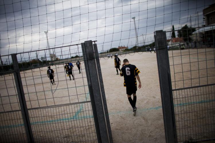 Hélène David   Gueule d'Hexagone — Seveso Football Club   2011   L'équipe 3 de l'Etoile Sportive Fosséenne en déplacement a stade de la Mède