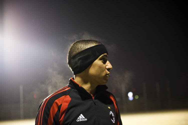 Hélène David | Gueule d'Hexagone — Seveso Football Club | 2011 | L'équipe 3 de l'Etoile Sportive Fosséenne. Stade des marais, Abdel Ben Arkaoui,26 ans, opérateur dans l'industrie chimique.