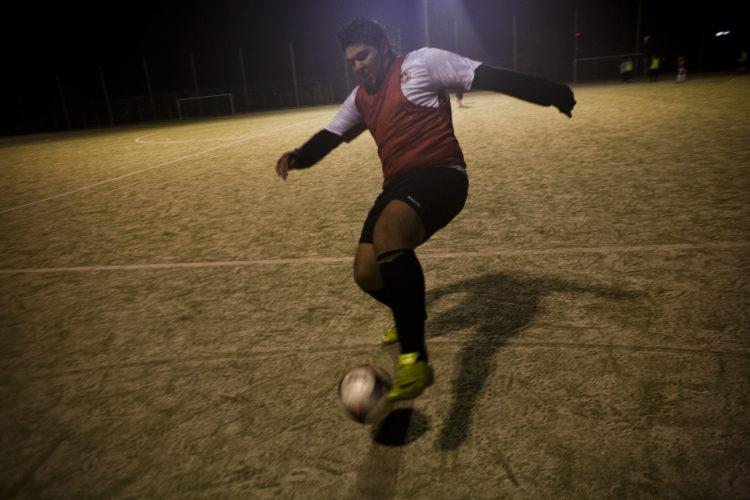 Hélène David | Gueule d'Hexagone — Seveso Football Club | 2011 | L'équipe 3 de l'Etoile Sportive Fosséenne. Mounir Karrout, 19 ans, agent de sécurité.