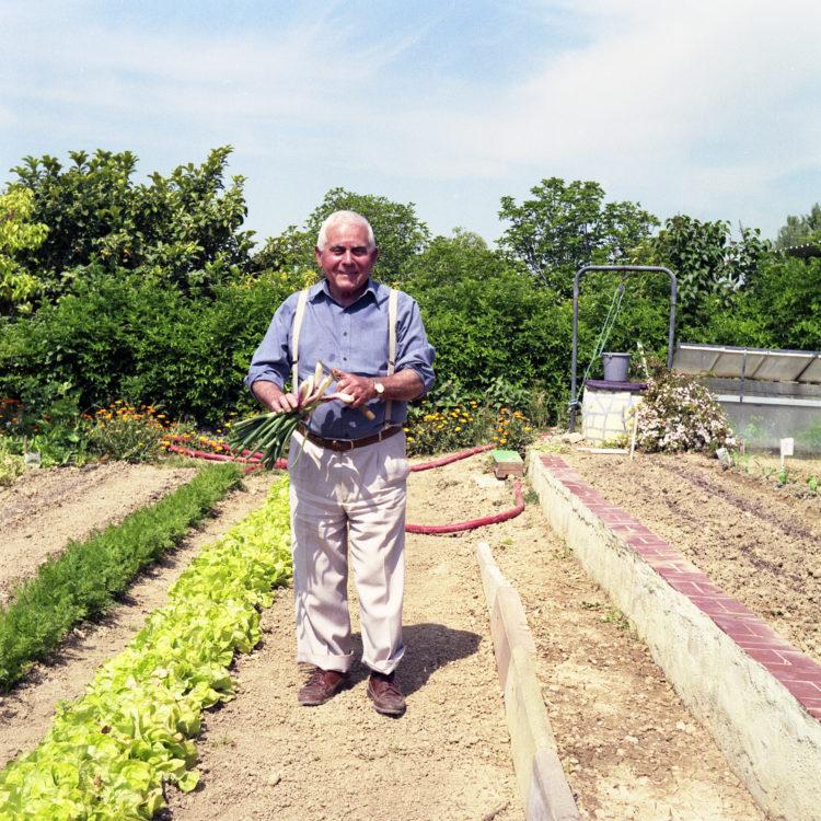 Anne Loubet   Les jardins ouvriers   1998-1999   PARCELLE DE PIERRE ESPOSITO, PRESIDENT DU COMITÉ LOCAL DE LA FEDERATION NATIONALE DES JARDINS FAMILIAUX, JARDIN DU CASTELLAS AUX AYGALADES, MARSEILLE