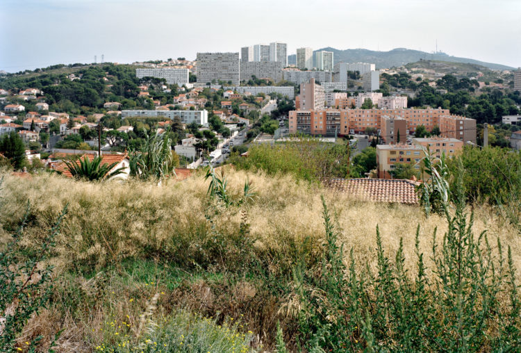 Geoffroy Mathieu | Marseille, ville sauvage | 2007-2010 | Quartiers Nord. Vue du quartier Notre-Dame-Limite sur le massif de l'Etoile. De bas en haut, les cités Bourrely, Kallisté et la Solidarité.