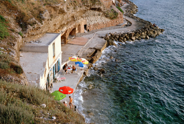 Geoffroy Mathieu | Marseille, ville sauvage | 2007-2010 | Quartiers Sud, Montredon. Cabanon sur le sentier du littoral, entre la plage de la Verrerie et la Madrague.