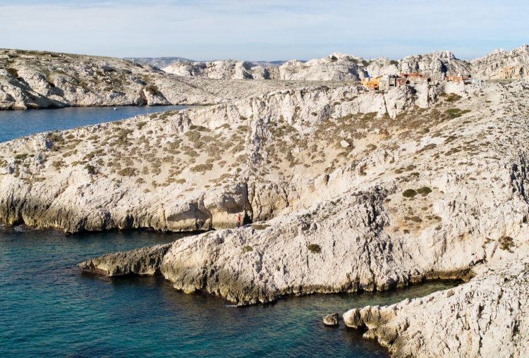 Geoffroy Mathieu | Marseille, ville sauvage | 2007-2010 | Centre-ville, archipel du Frioul. Le village du port vu depuis l'île de Pomègues.