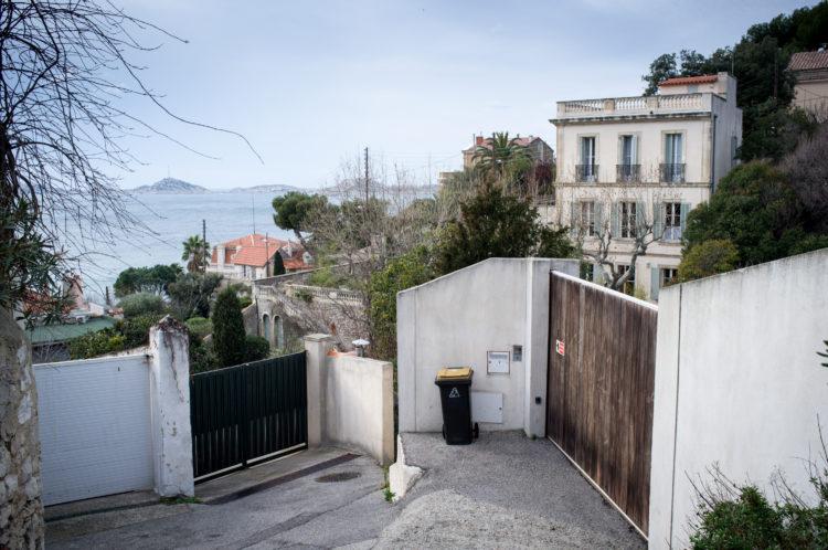 Anne Loubet | Marseille les collines | 2006-2020 | BASTIDES EN RESTANQUES AU FOND DE LA TRAVERSE ISMAEL QUARTIER DU ROUCAS BLANC, AVEC VUE SUR LE FRIOUL, MARSEILLE 7