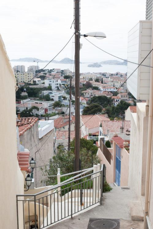 Anne Loubet | Marseille les collines | 2006-2020 | ESCALIERS AVEC VUE SUR LE VALLON JOURDAN, QUARTIER ROUCAS BLANC , MARSEILLE 7