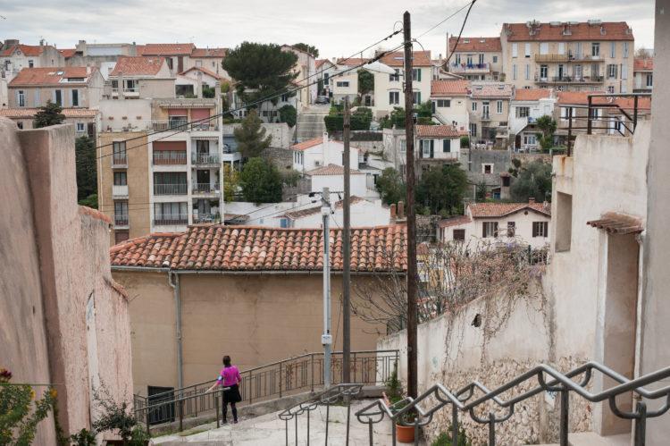 Anne Loubet | Marseille les collines | 2006-2020 | ESCALIERS AVEC VUE SUR LE VALLON JOURDAN ET LA RUE VENDOME, QUARTIER BOMPARD , MARSEILLE 7