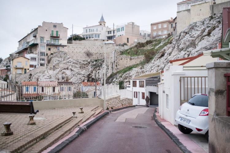 Anne Loubet | Marseille les collines | 2006-2020 | LE VILLAGE DU VALLON DES AUFFES ET LA COLLINE D'ENDOUME AVEC SON EGLISE, MARSEILLE 7
