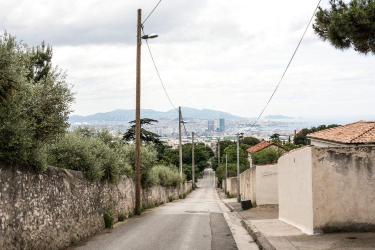Anne Loubet | Marseille les collines | 2006-2020 | L'ESTAQUE VILLAGE, VUE SUR LE PORT DE SAUMATY , LES CROISIERISTES ET L'ANSE J4, MARSEILLE 16