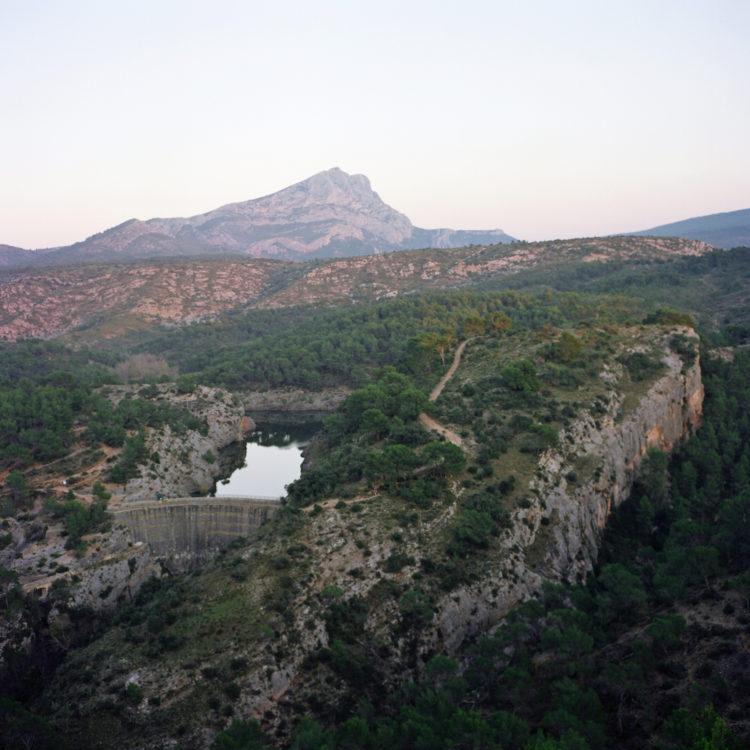 Sylvain Maestraggi | Autour d'Aix-en-Provence | 2012-2020 | La Sainte-Victoire vue depuis Bibémus, hiver 2012