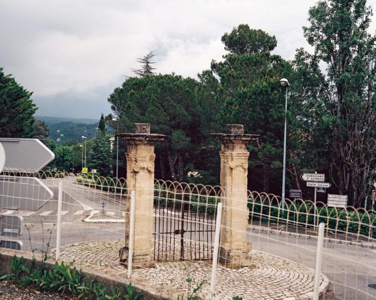 Sylvain Maestraggi | Autour d'Aix-en-Provence | 2012-2020 | Portail Cézanne, avenue Paul-Cézanne, printemps 2018