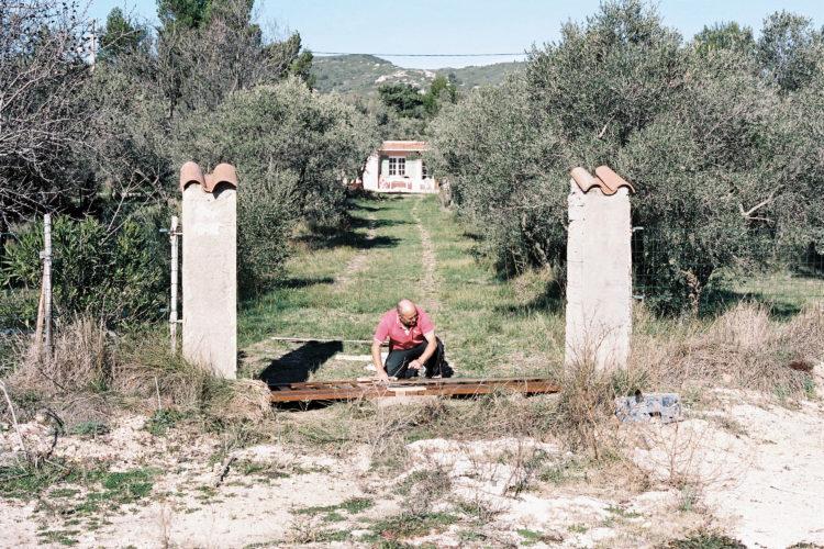 Sylvain Maestraggi | Suite départementale | 2012-2014 | Portail, La Fare-les-Oliviers, 2013