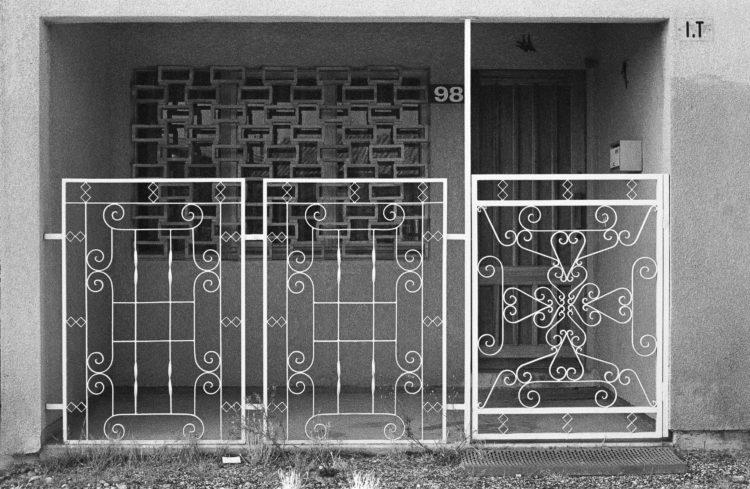 Fabrice Ney | Fos-sur-Mer : regard sur un quotidien localisé | 1977-1979 | Extrait du Fond FOS-SUR-MER - 1979 -Extrait de Série «Lotissements»,  sous-série