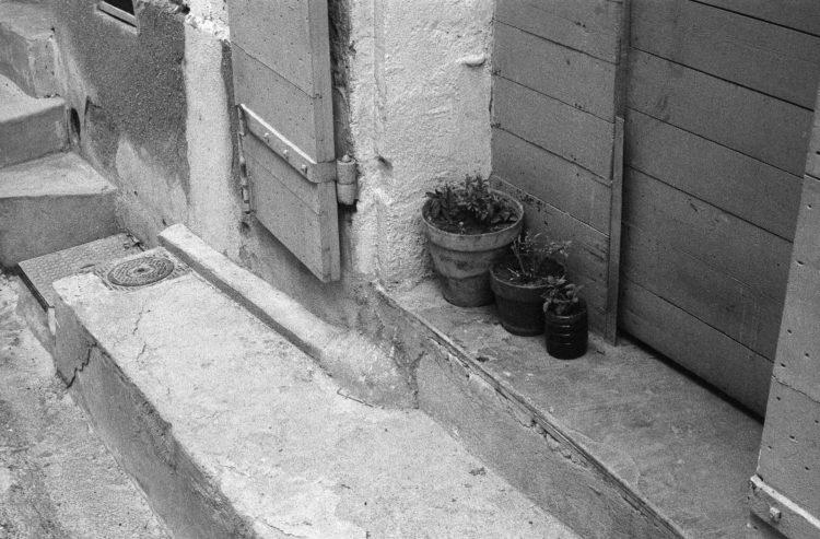Fabrice Ney | Fos-sur-Mer : regard sur un quotidien localisé | 1977-1979 | Extrait du Fond FOS-SUR-MER - 1979 - Série Cente Ville - Sous-série