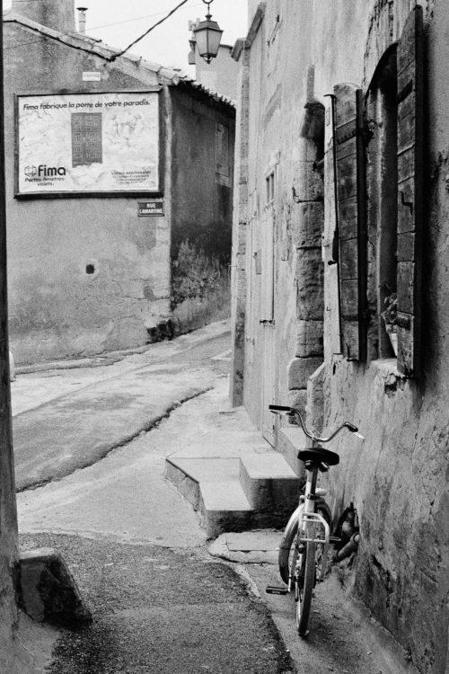 Fabrice Ney | Fos-sur-Mer : regard sur un quotidien localisé | 1977-1979 | Extrait du Fond FOS-SUR-MER - 1979 - Série Centre Ville et Série