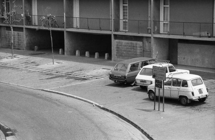 Fabrice Ney | ZUP n°1 | 1980-1983 | Extrait de ZUP n°1 - Marseille  - 1981-1983.  Rue de la Busserine, voitures garées, panneau Logirem, passage sous le P.