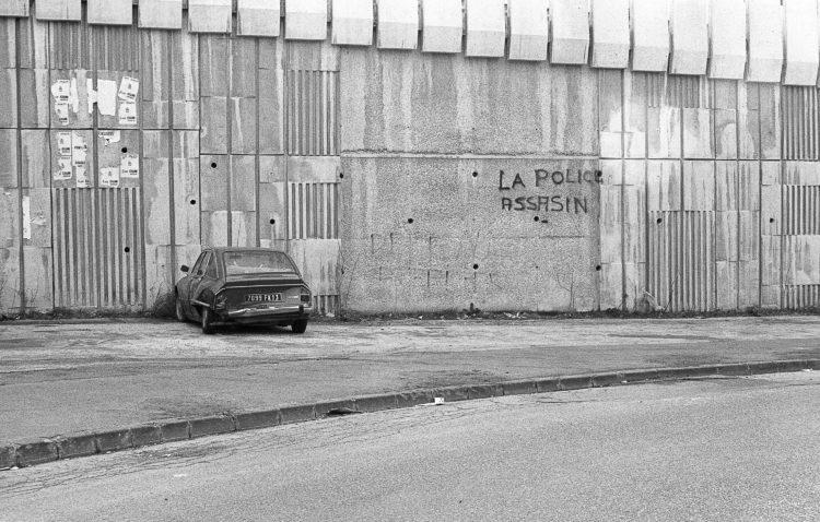 Fabrice Ney | ZUP n°1 | 1980-1983 | Extrait de ZUP n°1 - Marseille  - 1981-1983.  Voiture abandonnée, graffitis «La police assasin»