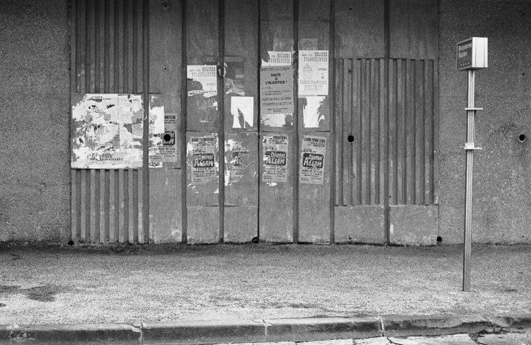 Fabrice Ney | ZUP n°1 | 1980-1983 | Extrait de ZUP n°1 - Marseille  - 1981-1983.   Arrêt de bus