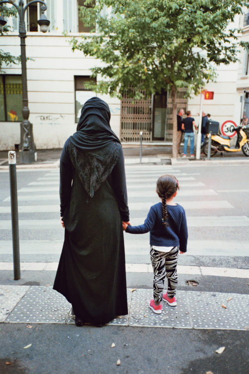 Sam Phelps | Belladone | 2017-2020 | A woman waits with a child to cross a road in Belsunce, Marseille, France, 2019.