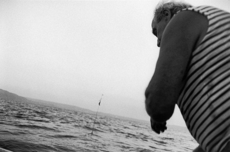 Franck Pourcel | La petite mer des oubliés – Gestes du travail | 1996-2006 | Photographie en N/B d'un geste de pêche au filet