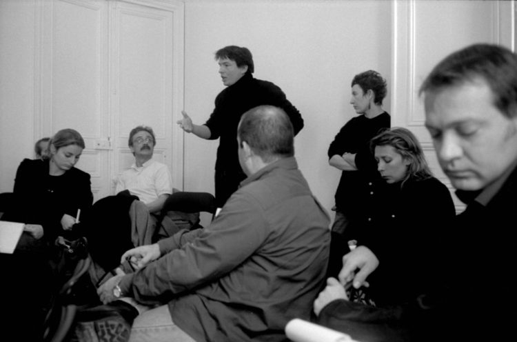 Franck Pourcel | La petite mer des oubliés – Luttes | 1996-2006 | Luttes | Photographie en N/B d'une réunion et prise de parole