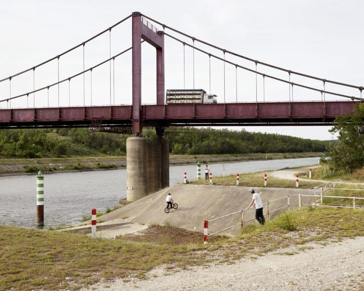 Bertrand Stofleth | Rhodanie | 2007-2015 | Rhodanie, Bollène, canal de dérivation de Donzère-Montdragon. Déversoir de la rivière