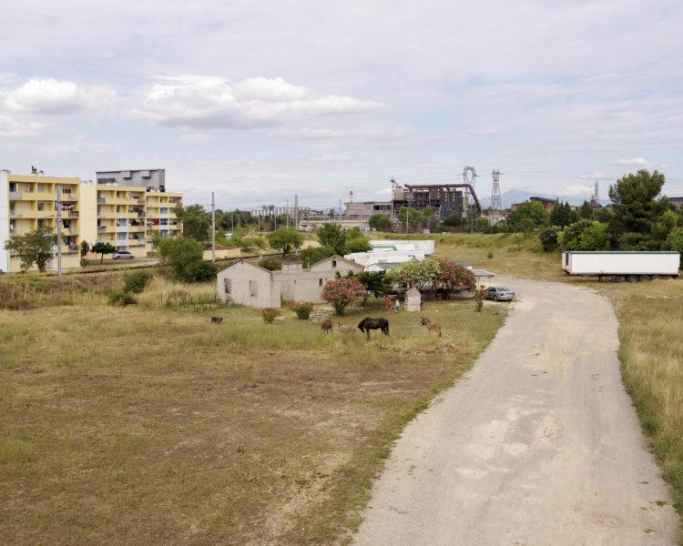 Rhodanie, Plaine industrielle et agricole de Laudun, vers le site industriel de l'Ardoise.