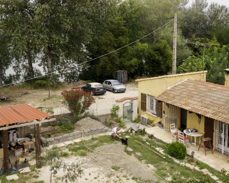 Bertrand Stofleth | Rhodanie | 2007-2015 | Rhodanie, Arles, Ségonnaux, cabanons et habitations établis entre fleuve et digues.
