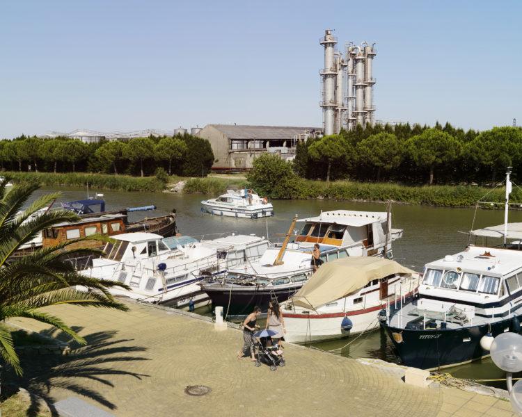 Bertrand Stofleth | Rhodanie | 2007-2015 | Rhodanie, Saint Gilles - port de plaisance début du Canal navigable du Rhône à Sète.