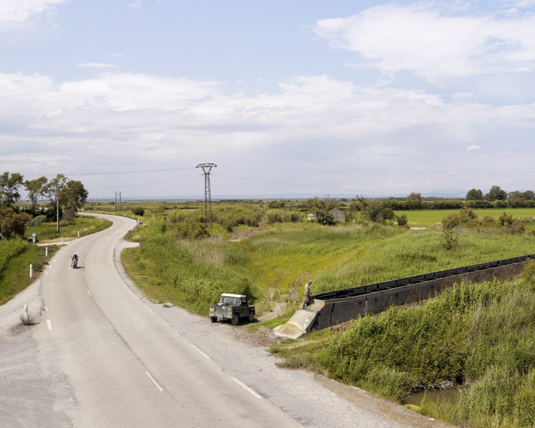 Bertrand Stofleth | Rhodanie | 2007-2015 | Rhodanie, Mas Thibert, système d'irrigation sillonnant le camargue, Gardien de station de pompage assurant le nettoyage des canaux