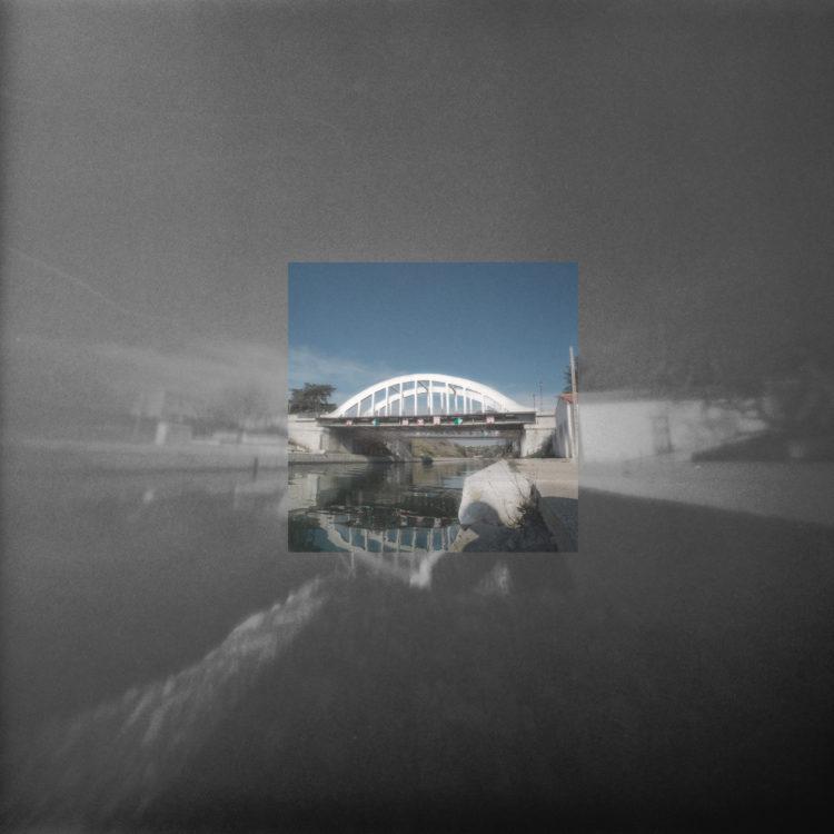Martial Verdier | Port-de-Bouc 150 ans – Archéologie d'une poétique de Port-de-Bouc | 2014-2016 | Port-de-Bouc Bassin du canal et pont routier du canal ou pont en ciment, sur le canal d'Arles à Bouc