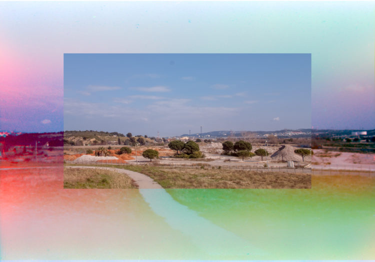 Martial Verdier | Port-de-Bouc 150 ans – Archéologie d'une poétique de Port-de-Bouc | 2014-2016 | Port-de-Bouc  Château Vidal, coté Total, vers le viacuc de Martigues. Trichromie