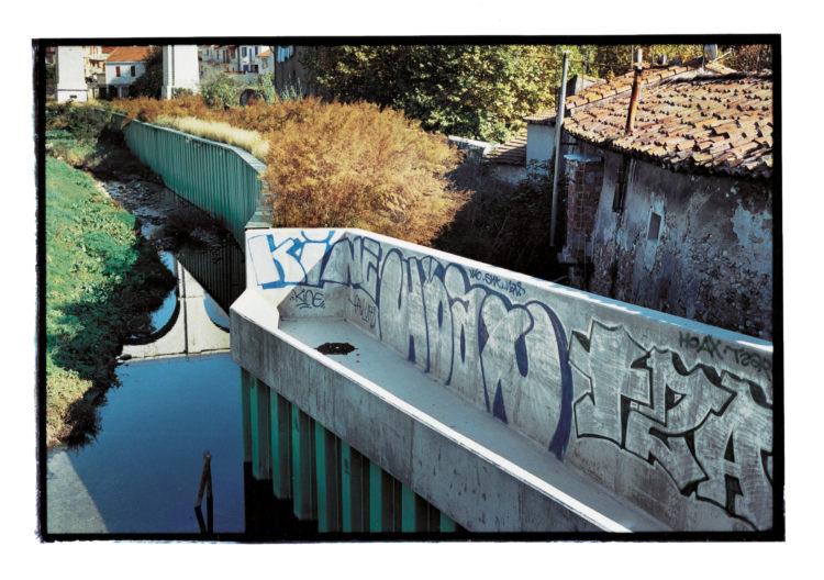 Vincent Bonnet | Des concertations (les mains sur la ville) | 2002-2004 | Les Aygalades | Campagne Sumiane | Bassin de rétention de Chaillan | 07/2003