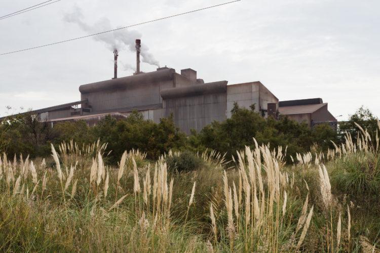 Philippe Piron   Fos-sur-Mer : du Tonkin à Arcelor   2010   Ballade organisé par Denis Moreau du Tonkin à Arcelor. Fos-sur-mer