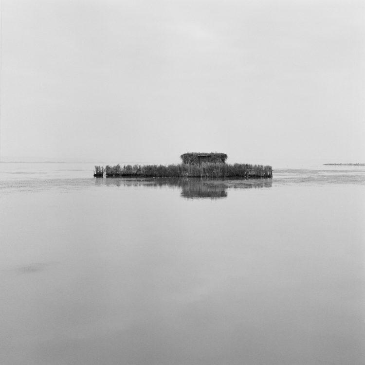 Michel Peraldi   Les temps de Berre   1985   Entre Saint-Chamas et Berre, sur l'étang, poste de chasse au canard.
