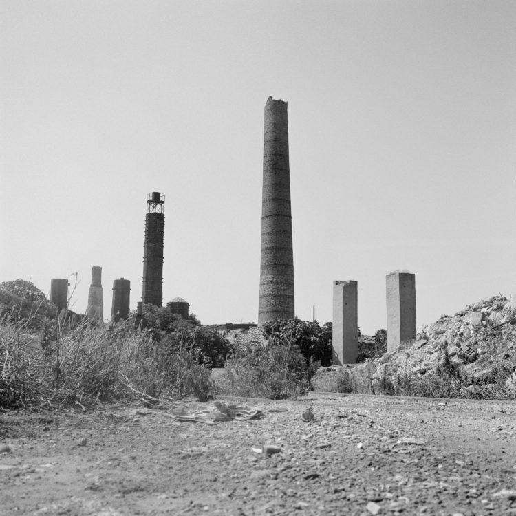 Michel Peraldi   Les temps de Berre   1985   Rassuen, l'usine d'engrais, traces.