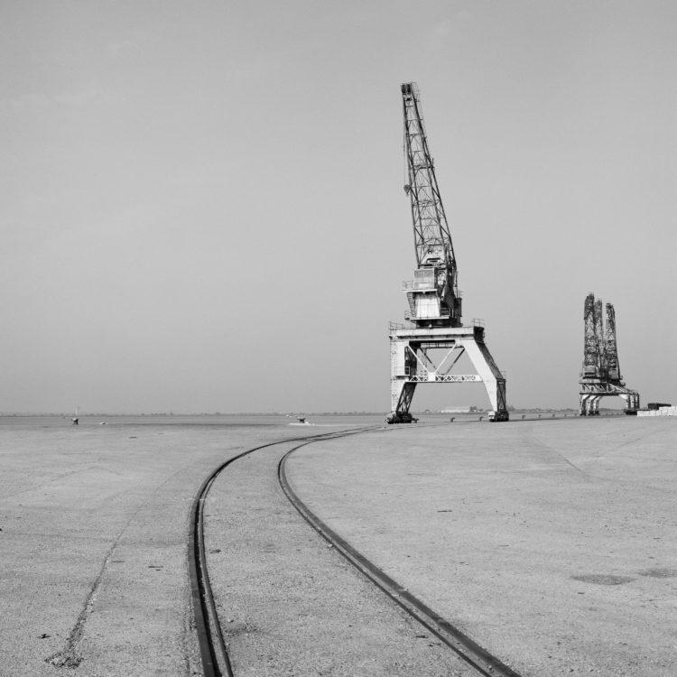 Michel Peraldi   Les temps de Berre   1985   Port de Fos, le terminal à containers.